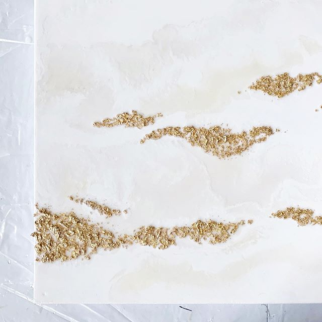 I love how white paint is naturally heavy so it sinks when I pour and helps with creating texture and layers without actually needing to ✨ •⠀⠀⠀⠀⠀⠀⠀⠀⠀ •⠀⠀⠀⠀⠀⠀⠀⠀⠀ •⠀⠀⠀⠀⠀⠀⠀⠀⠀ #Galleryartists #Resinartists #Atlantaartist #Corporateart #gesturalabstraction #Luxuryart #Makermovement #buckheadhomes #atlantaluxury #Sidehustle #Southernliving #Contemporaryart #Atlantahomes #Createorganically #Fluidartfinds #Mixedmediaresin #colortheory  #goatfarmsatlanta #whitewallphotography #goldleaf #resinart #flowart