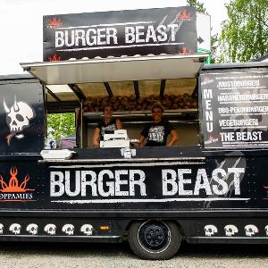 Burger Beast - MRRR! Burger Beast Food Truck on täällä taas! Mehevän artesaanileipomon briossin välistä löydät kotimaisen pientuottajan 100% Black Angus -rotukarjasta tehdyn pihvin, raikkaita kasviksia sekä mahtavat kastikkeet! Tekeepä mielesi tulisempaa Habanero Burgeria tai Vegeburgeria käsin tehdyllä falafelpihvillä, Burger Beast Food Truck tarjoilee hampurilaisesi juuri sellaisena kuin haluat!