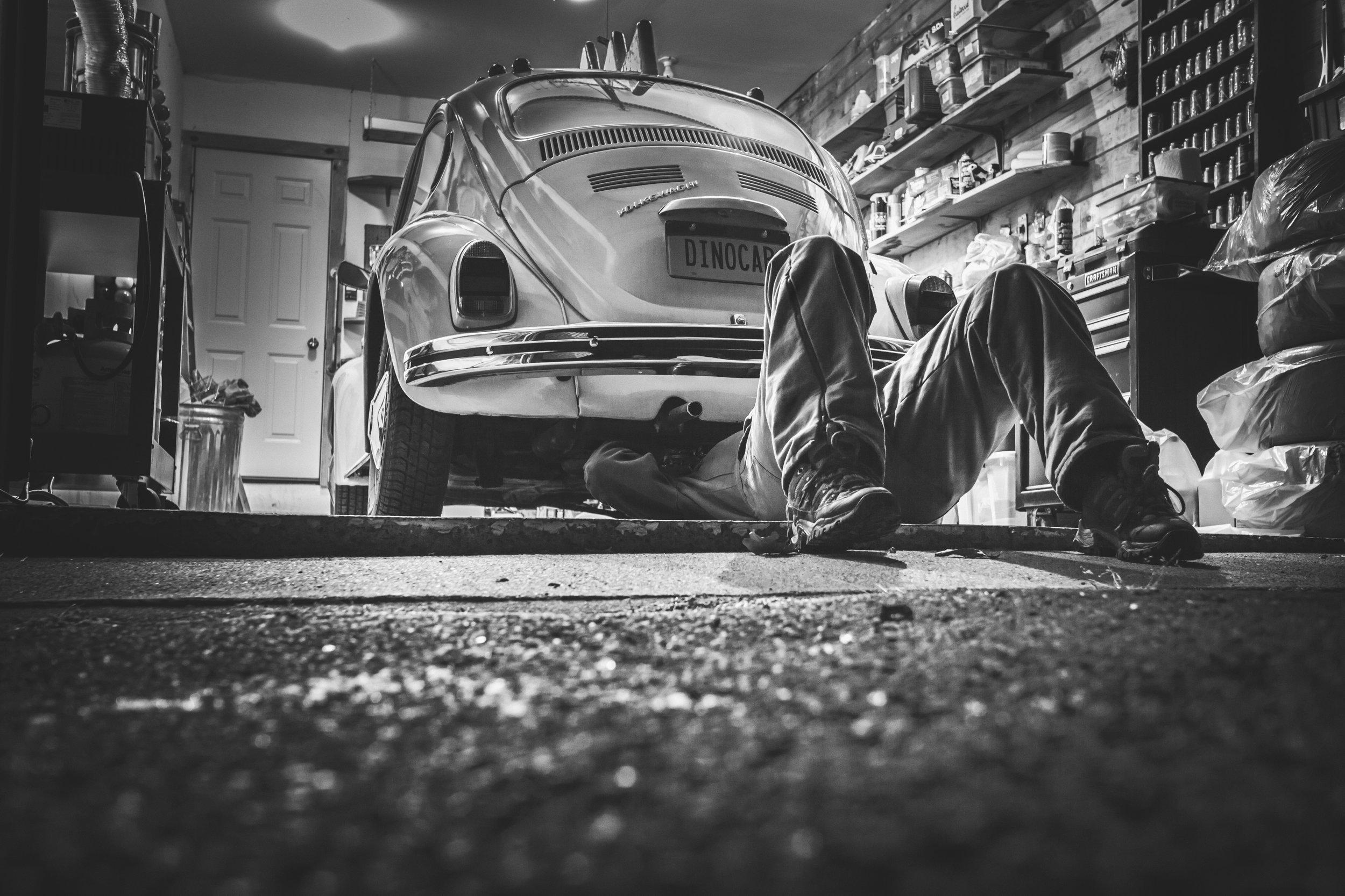 black-and-white-car-classic-474.jpg