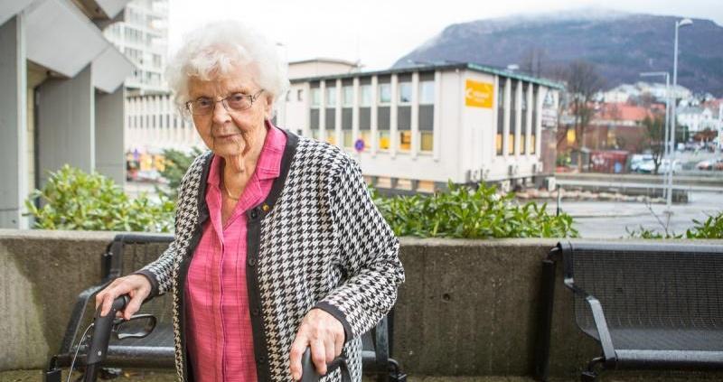 Edith Haneborg (93) sykler med Motiview inne, slik at hun kan være mer ute. Det har gitt gode resultater.