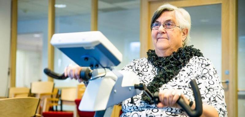 Wenche Gjertsen hadde en hverdag preget av daglige fall. Etter tre måneder med sykkeltrening og Motiview har hun kun falt tre ganger. - Det er reneste åpenbaringen, det er helt utrolig, sier 75-åringen.