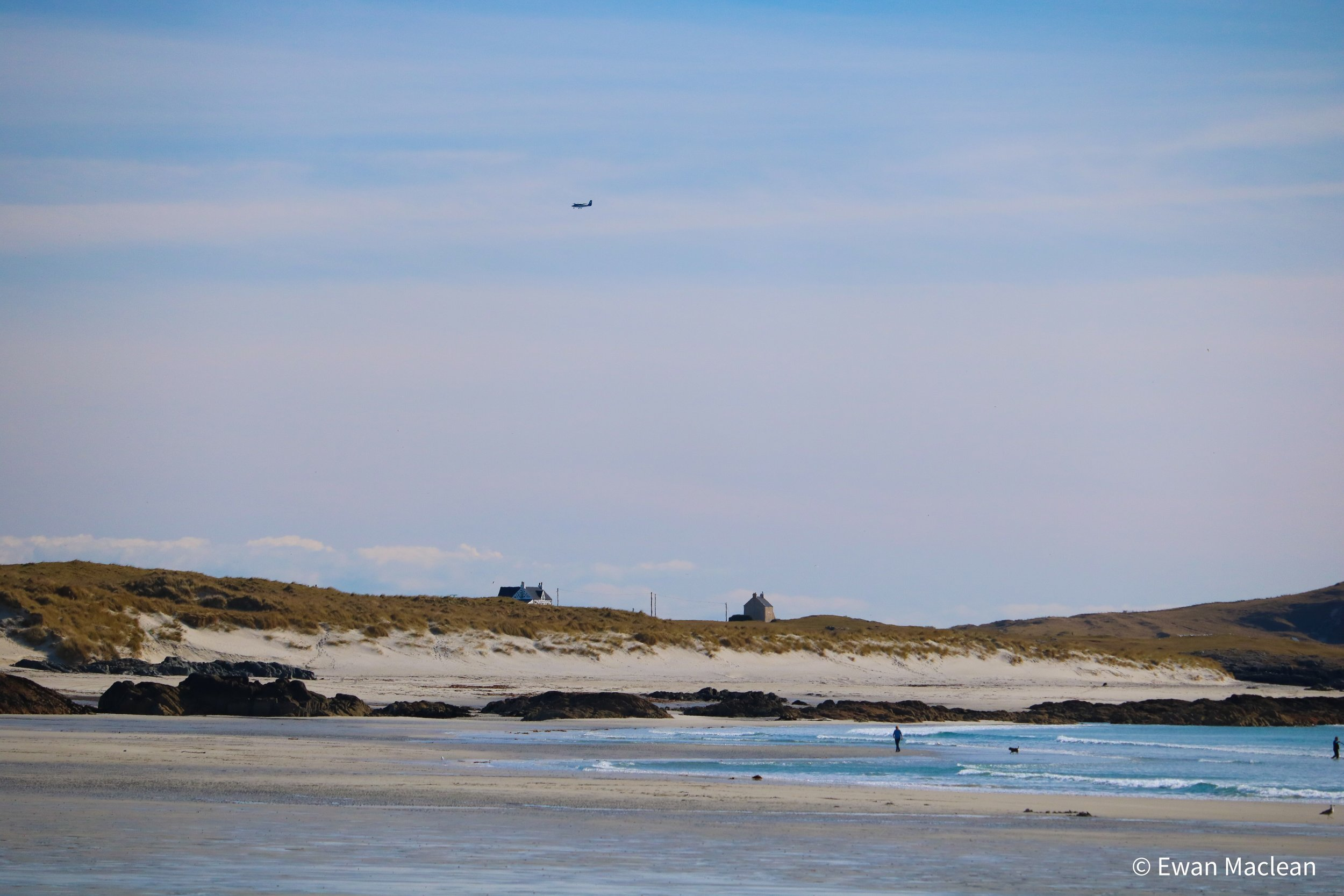 Plane coming into to land at Tiree Airport