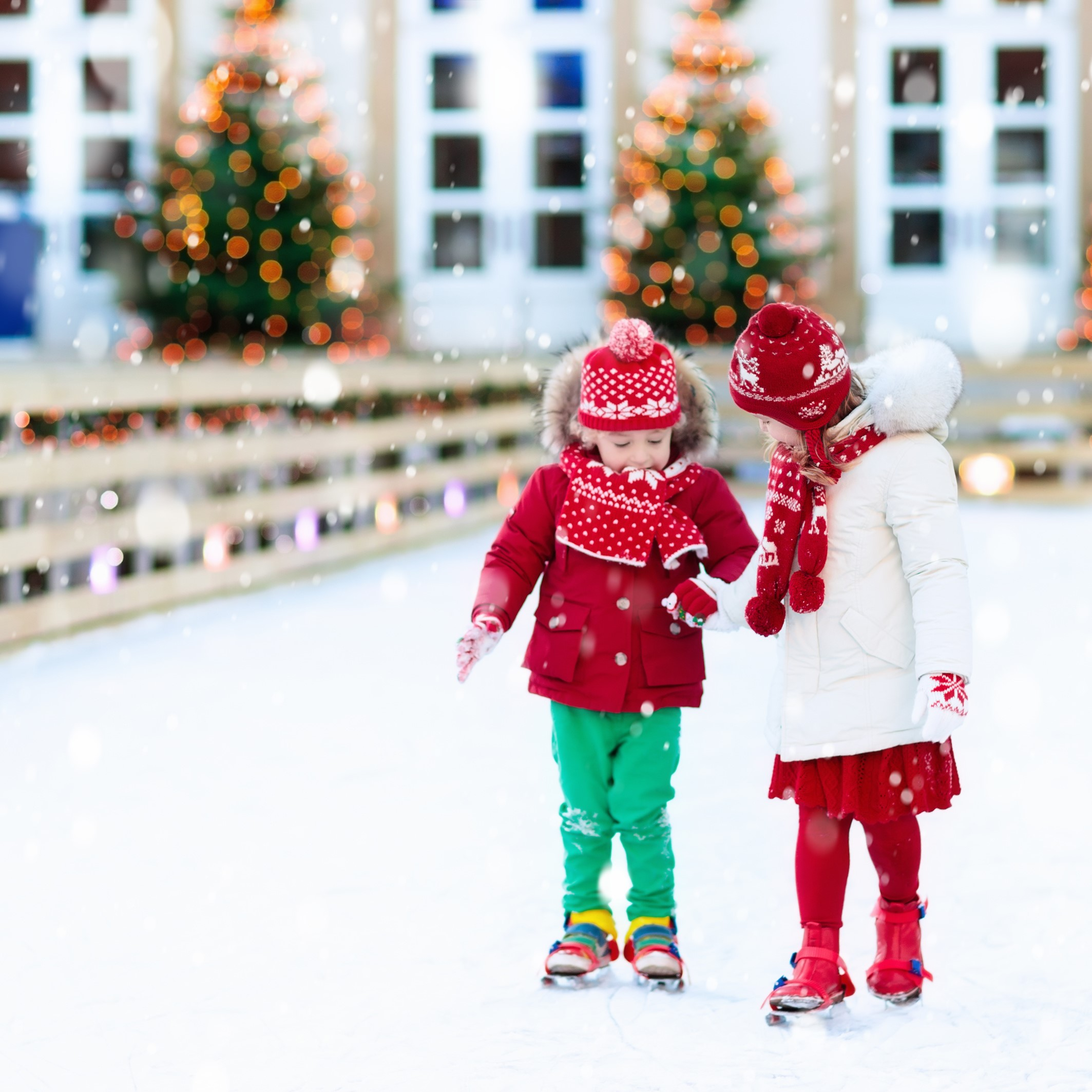 LA PATINOIRE - DATES : Tous les jours du 6 au 31 décembreLIEU : Juste devant le kiosque des BastionsPRIX :CHF 2.- pour la location des patins.Pour ceux qui ont les leurs, c'est gratuit!Comme à son habitude installée devant le restaurant des Bastions, elle sera ouverte tous les jours au mêmes horaires que le Marché de Noël.