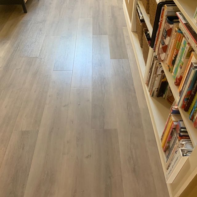 Topaz Bayside, one of Reward Flooring's GemCore composite flooring options.  #gemcore #rewardflooring #galleher #waterproofflooring #compositeflooring #commercialflooring #dogproof #kidproof