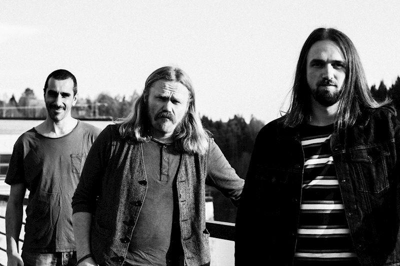 Saint Karloff is: Mads Melvold (Guitar, Vocals), Ole Sletner (Bass) and Adam Suleiman (Drums)