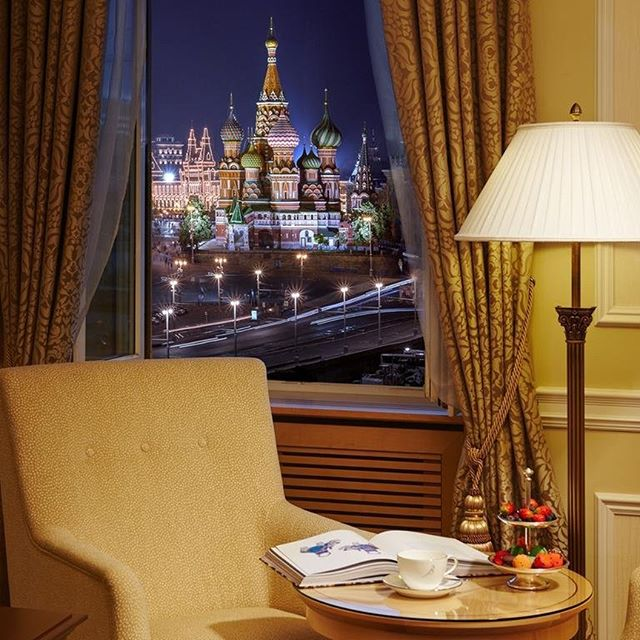 Have breakfast with a view of the Kremlin, drink coffee with a view of the Kremlin, wake up with a view of the Kremlin or just admire it from the observation deck ... Choose any option and enjoy the beauty in the center of the capital city! Our new rate is in blog!
