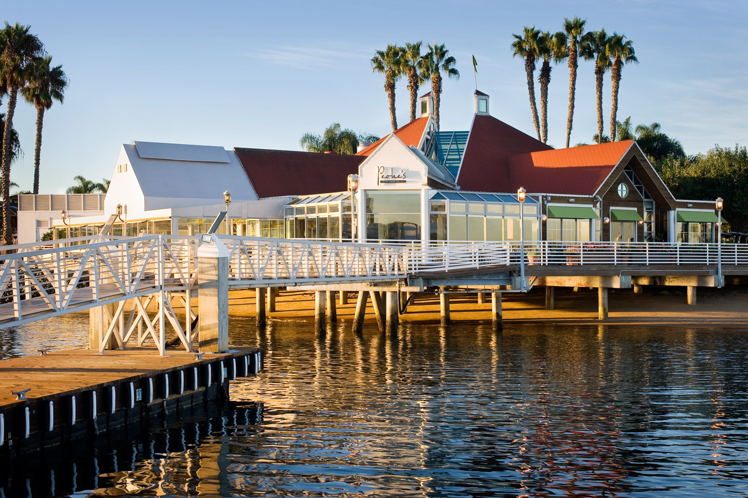 Peohes restaurant exterior in San Diego bay, waterfront restaurant, food photographer