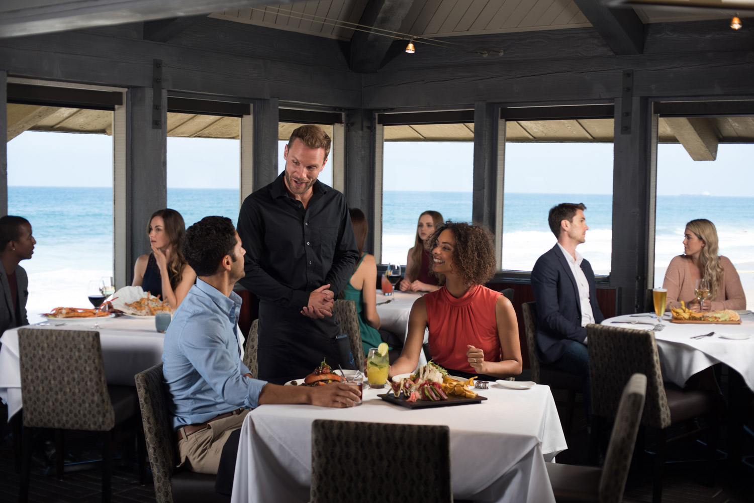 People dining at Chart House restaurant in Redondo Beach, restaurant lifestyle, lifestyle architecture, southern california restaurant photographer