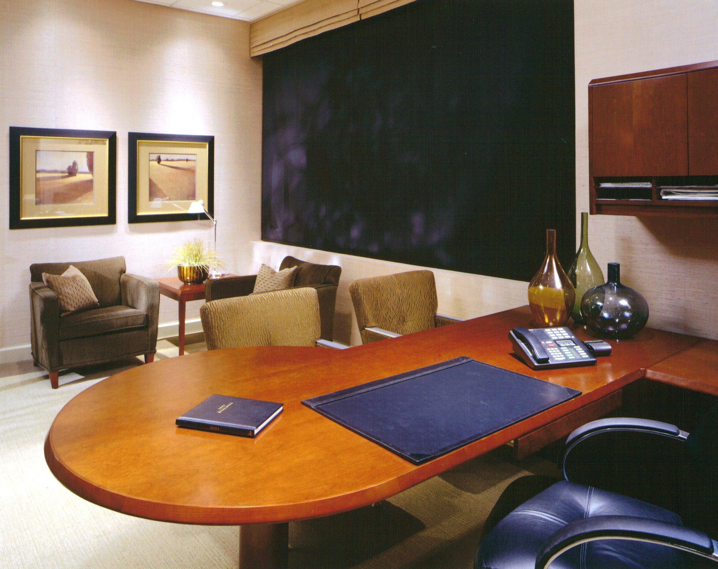 MLD Pg9 Photo4 Office desk.JPG