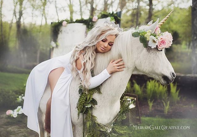 At every moment of our lives, we all have one foot in a fairy tale and the other in the abyss. ✨👑 . Model: @hairdoctorelena  Location: @oakholmfarm  Greens/florals: @thesagebouquet  Noble Steed: @welshcreekfarmadventures . #fairytalephotoshoot #giantstorybook #creativehair #styledshoot #unicornsarereal #unicornminisessions #unicornphotoshoot
