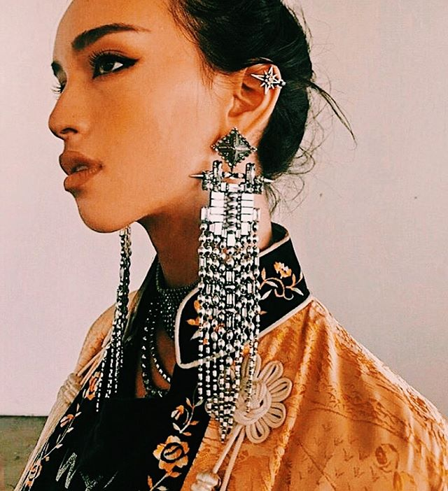 ⛓A whole mood ⛓// @dylanlex earrings. • • • • #clrflconversations #earrings #womenbrand #womanowned #womenartists #womendesigners #womencreatives #fashion #summerstyle #accessoriesdesigner #supportwomenownedbusinesses #diversityandinclusion #style #statementearrings
