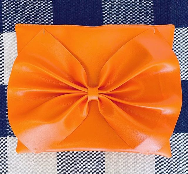 Your new favorite summer clutch via @miraestell. Click the 🔗 in bio to learn more about the designer, her inspiration, design philosophy, and fabulous handbags and accessories. • • • #clrflconversations #womenbrand #womenartists #womenentrepreneurs #handbags #handbagdesigner #clutch #womencreatives #summerstyle #accessoriesdesigner #womeninspiringwomen #womempowerment #fashion #handbagstyle