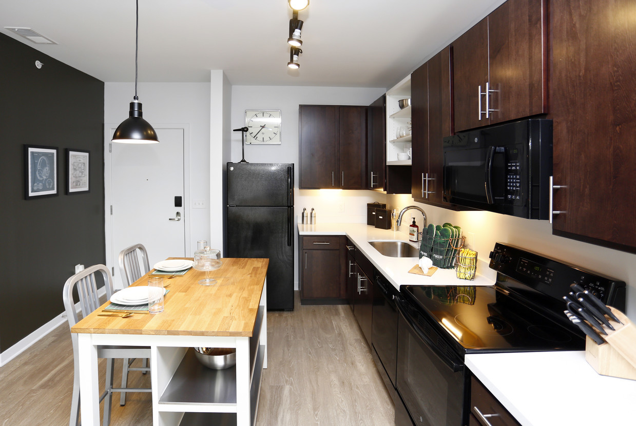 Milhaus_Pinnex_CottonWhite_Kitchen.jpg