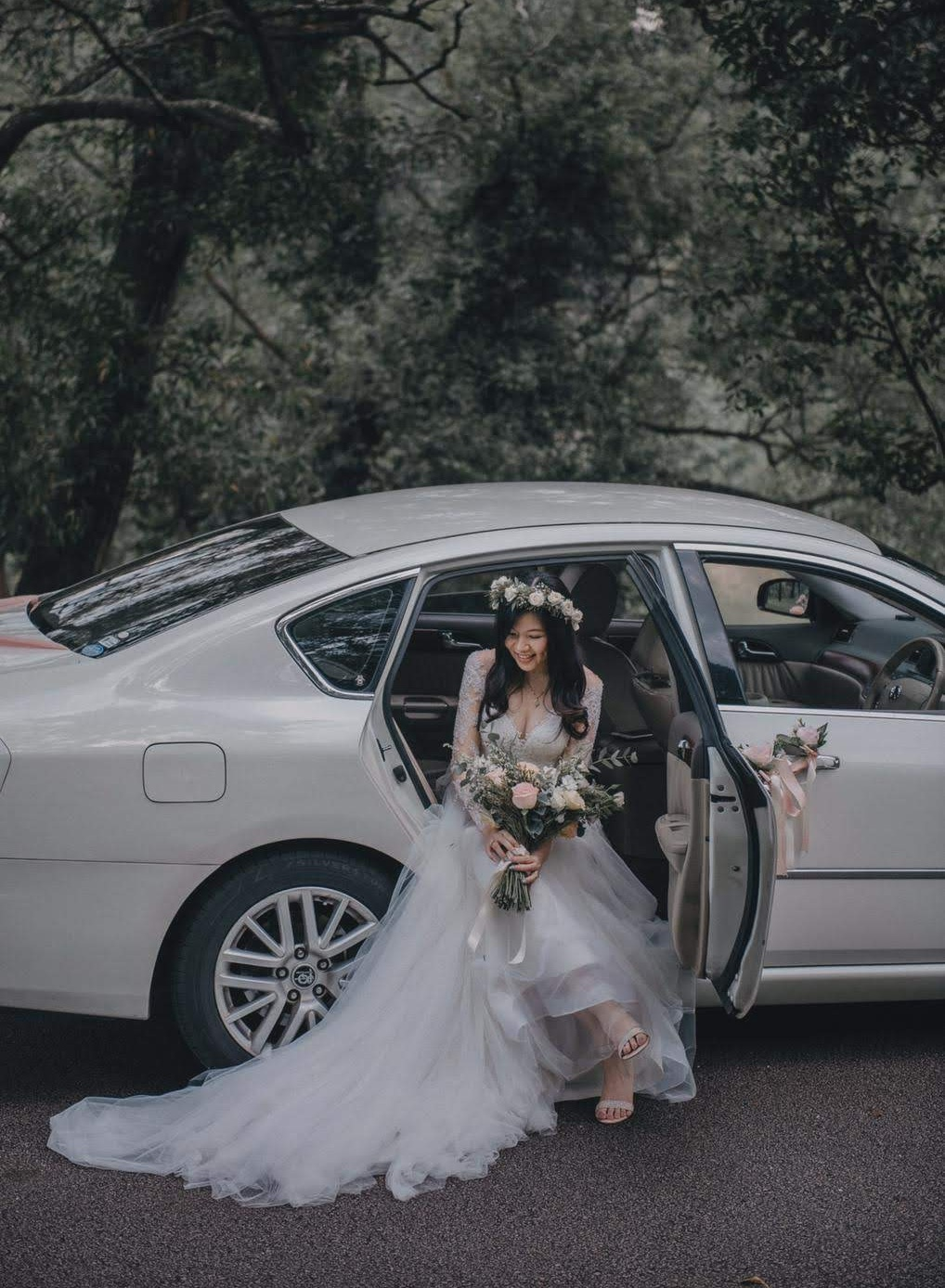 Leslie+photog_bride+%26+car+.jpg