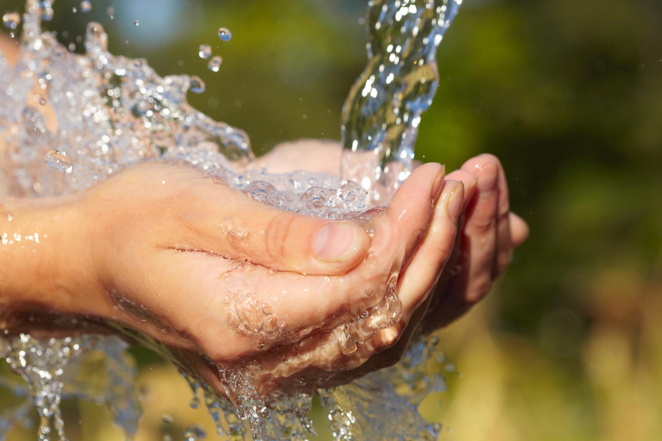 AQQA®  wird zur Gewinnung von Trinkwasser aus Flüssen und Seen eingesetzt, um Partikel, Bakterien und Viren zu entfernen.  Mehr….