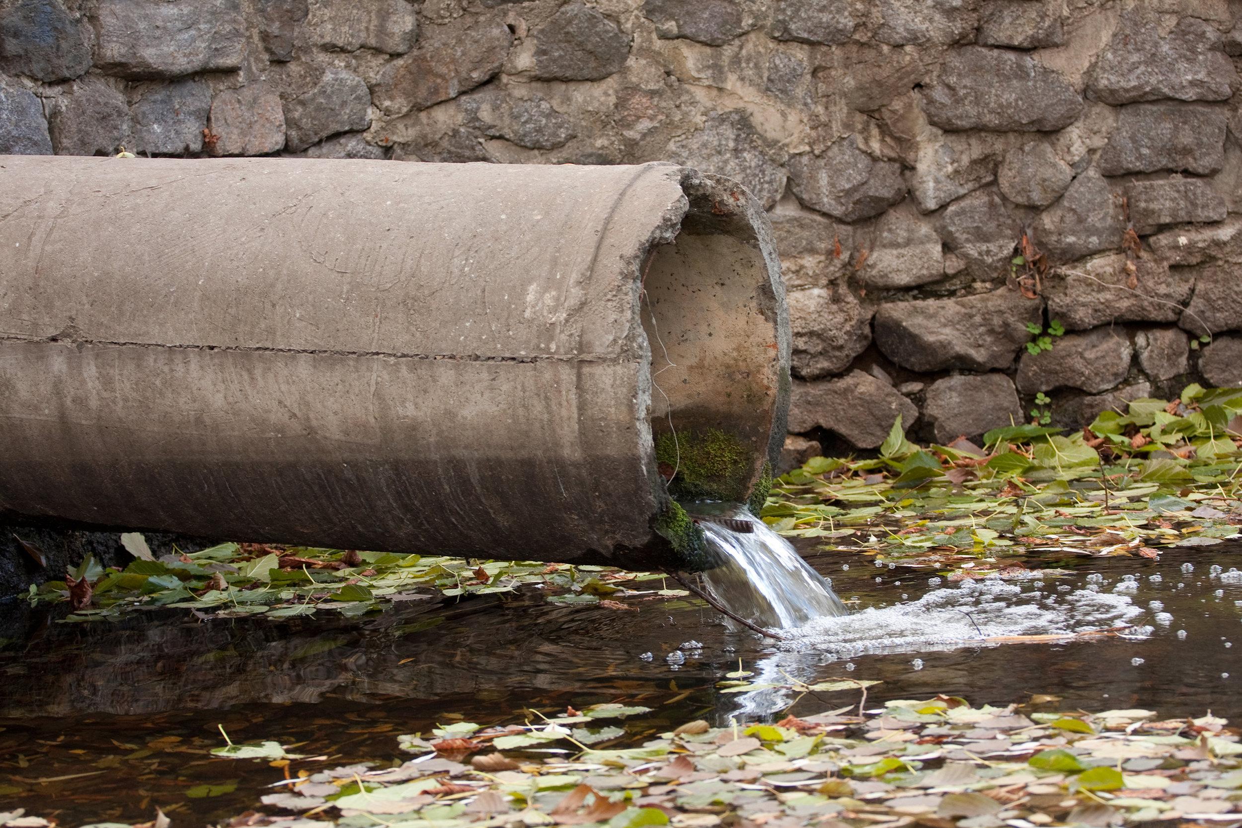 Zur Aufbereitung und Wiederverwendung von kommunalem und industriellem Abwasser wird  AQQA®  in Membranbioreaktoren eingesetzt.  Mehr….
