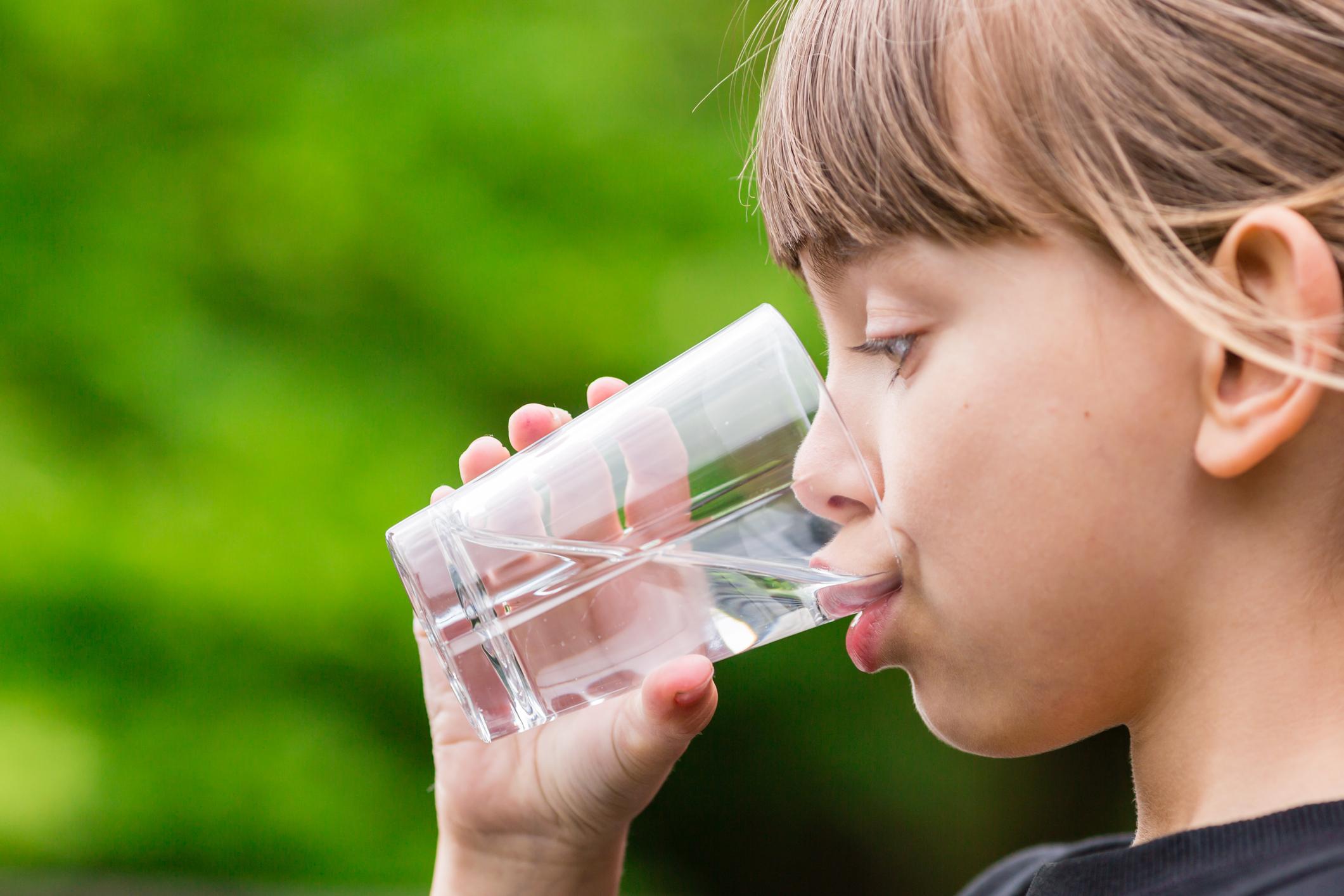 Der  AQQA®-bag  ist ein tragbarer Filter zur Gewinnung von Trinkwasser aus Flüssen und Seen.  Mehr…