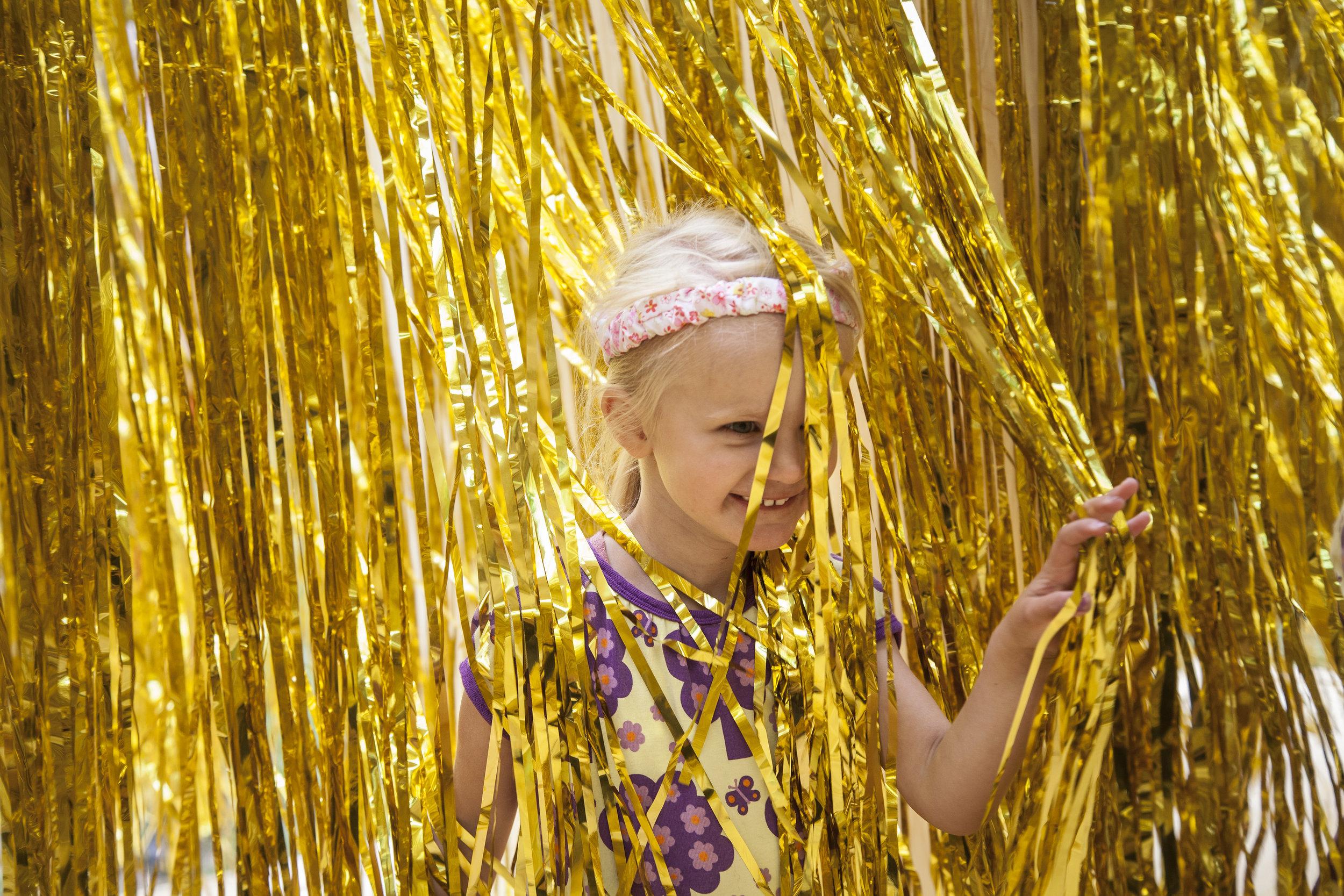Hjerteland - Hjerteland er en magisk minifestival i Heartland for børn og barnlige sjæle, hvor du kan blive udfordret, inspireret og underholdt i et sandt slaraffenland af MUSIK, SNAK, MAD, KUNST og masser af OVERRASKELSER i et barnligt og anderledes perspektiv.
