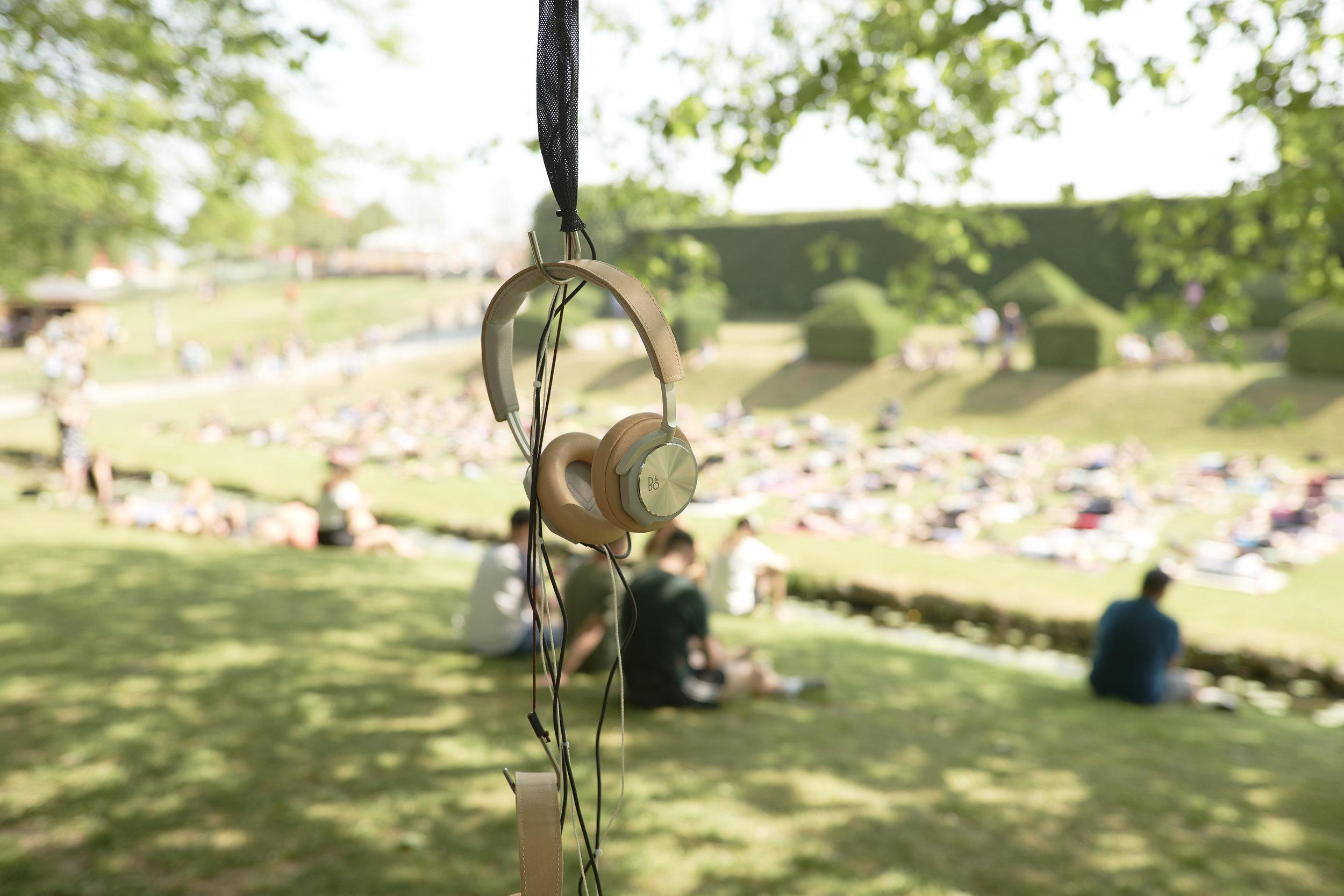 Sound Stage - Heartlands Sound Stage udforsker lydens verden. Hvordan lyder en god fortælling eller passion? Det kan man få svar på når Heartland i samarbejde med Bang & Olufsen præsenterer et kurateret udvalg af nogle af tidens mest spændende og inspirerende lydfortællinger. Under kronerne på det magiske træ på bakketoppen foran Egeskov Slot kan du sætte dig til rette, tag et par hovedtelefoner og opdag nye lyduniverser fra ind- og udland.