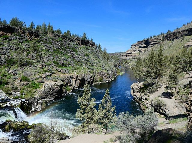Canyon + river + ☀️ + waterfall = peaceful and relaxing Sunday. #optoutside #centraloregonlife