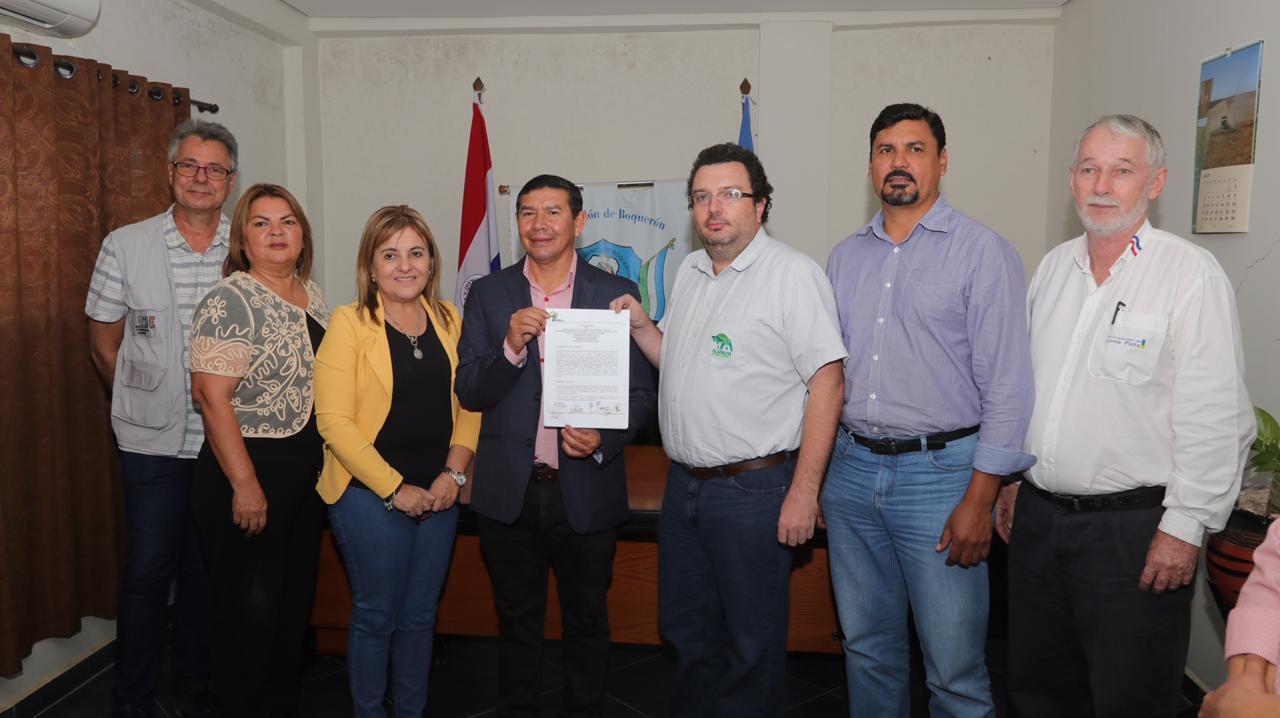 Firma de compromiso para el acceso al agua.