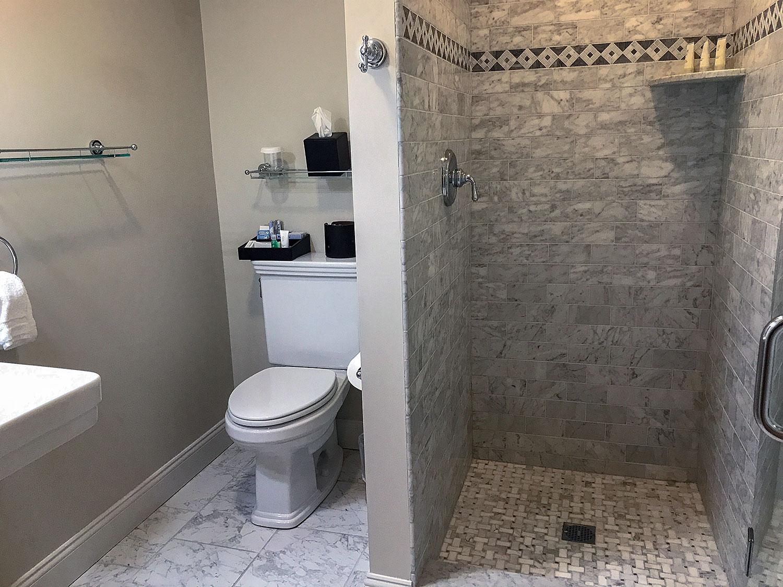 vermonthouse-inn-bathroom.jpg