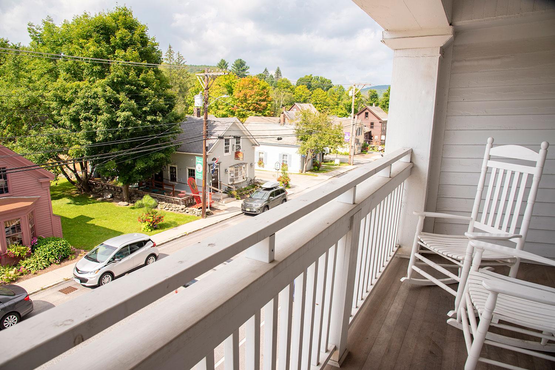 vermonthouse-inn-balcony.jpg