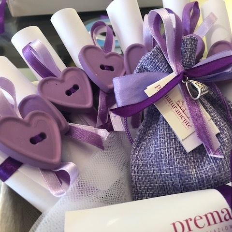 "Supportive parchment - The supportive parchment can't be missing, this party favour is decorated with ""our style"" (chalk and ribbons)."