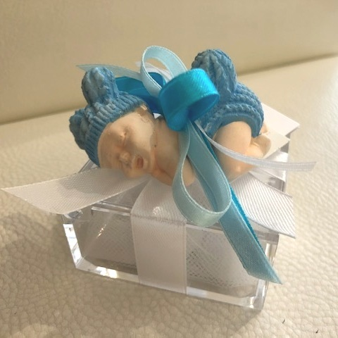 Plexiglass box - A modern party favour, made with plexiglass and decorated with chalk and ribbons.