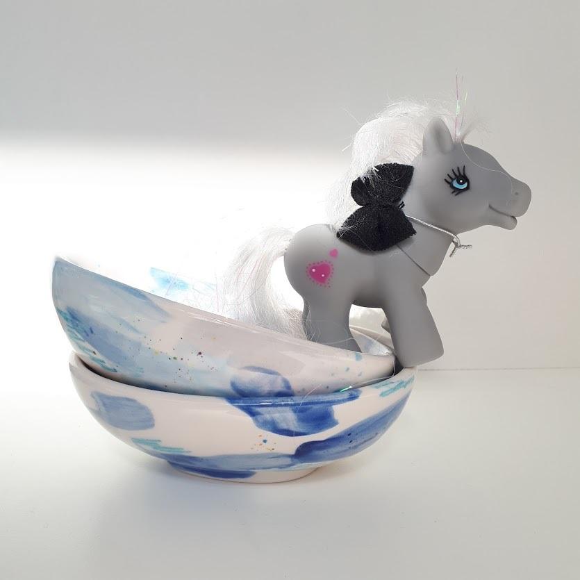 trylla-shop-pony-on-bowls -min.jpg
