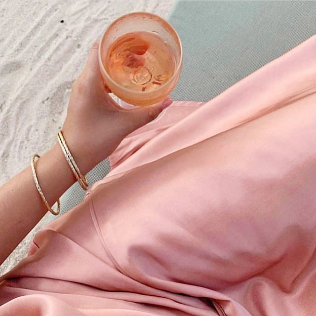 summer 2019 mood - matching our drinks to our outfits. rg @vivianhoorn