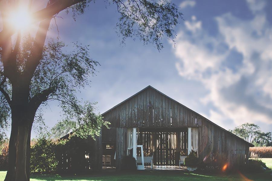 Indiana-Barn-Engagement03.jpg