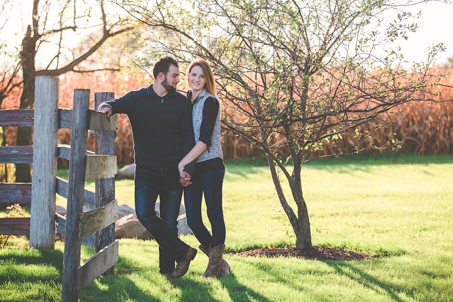 Indiana-Barn-Engagement05.jpg