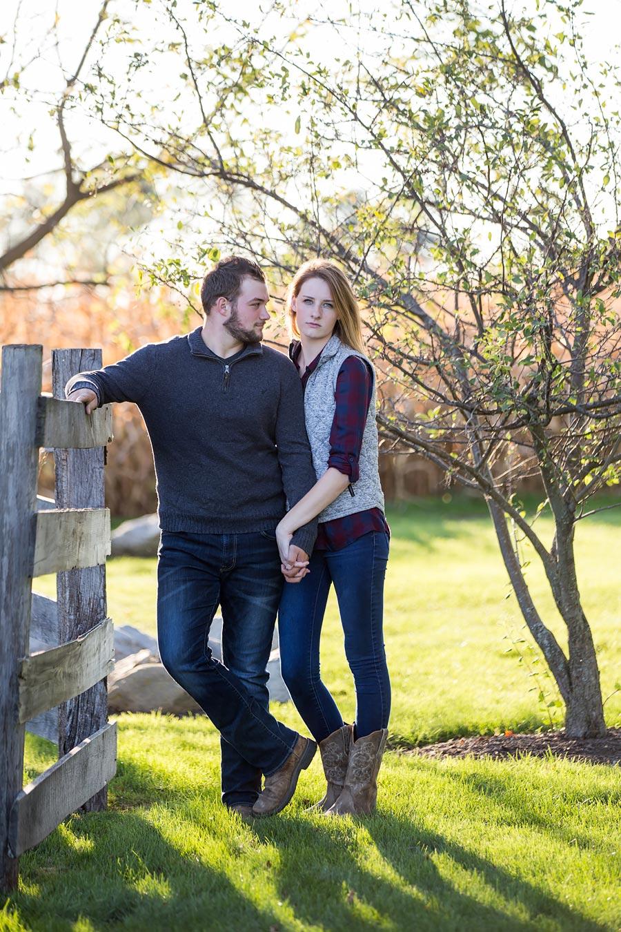 Indiana-Barn-Engagement04.jpg