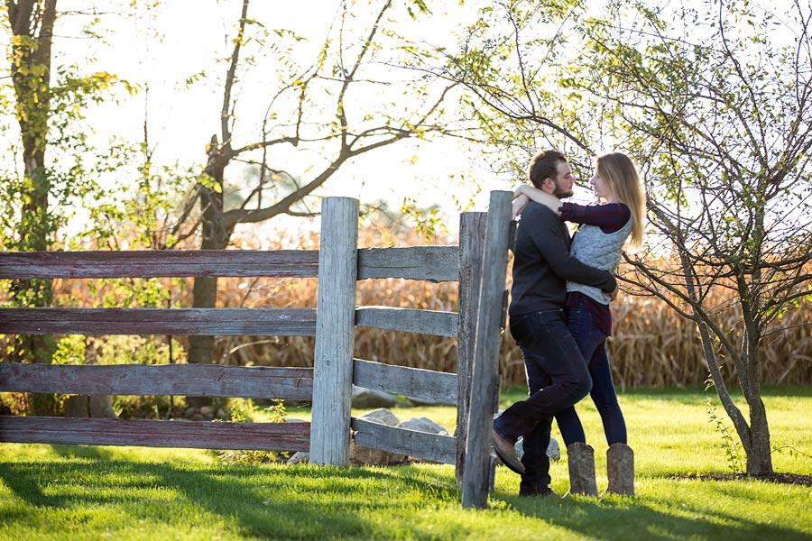Indiana-Barn-Engagement08.jpg