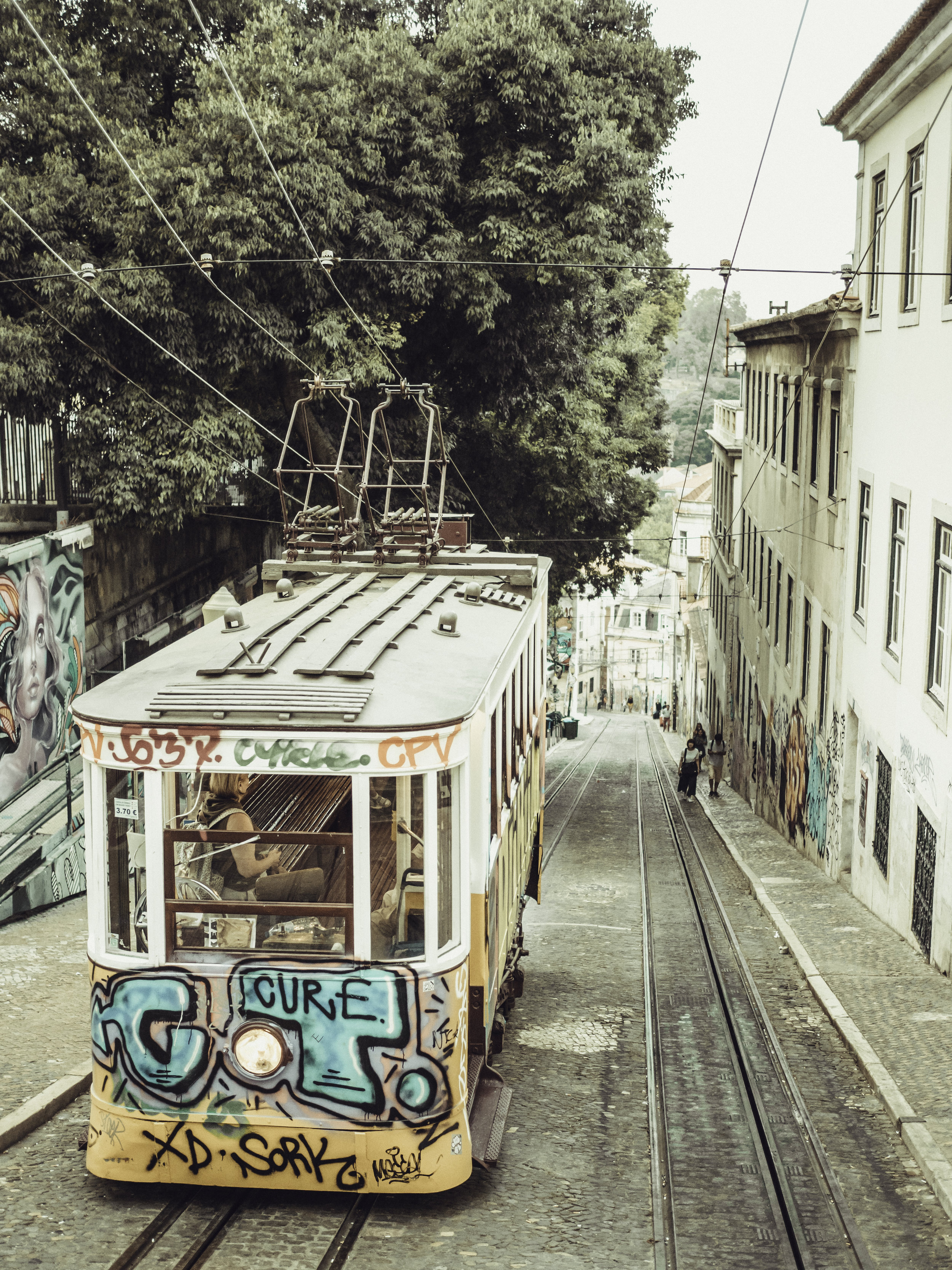 lisbon_tram_roosa_antinoja_1.jpg
