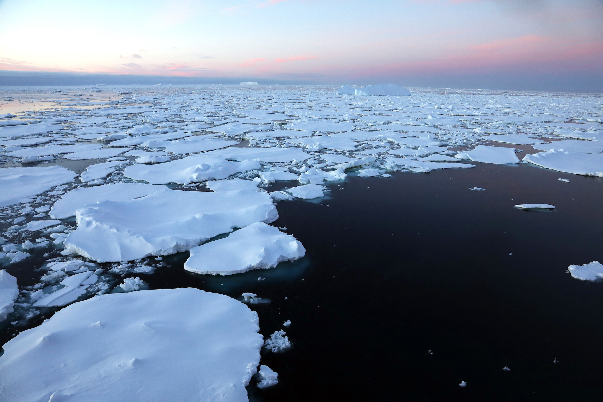 Drift sea ice is young flat ice floes formed from sea water at the sea surface that can move with current or winds.