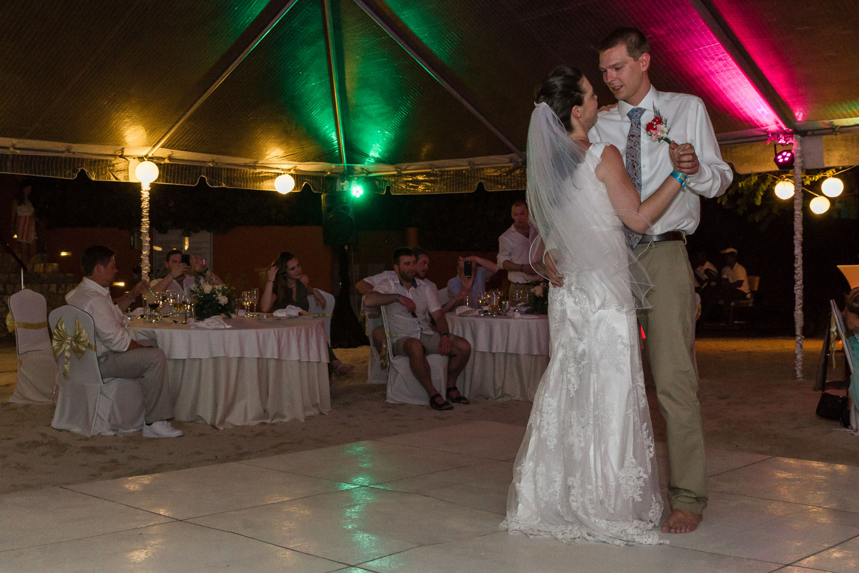 Montreal Wedding Photographer-Mandy & Randy (5 of 7).jpg