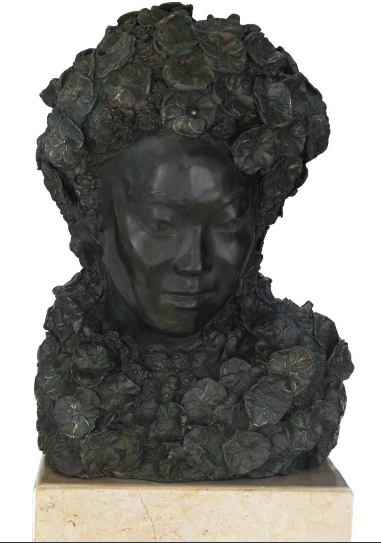 """Título:  """"Sakura - La Flor del Cerezo"""", 2017.   Autor:  Alejandra Zermeño.  Técnica:  Bronce a la cera perdida.  Medidas:  45 x 33 x 30 cm."""