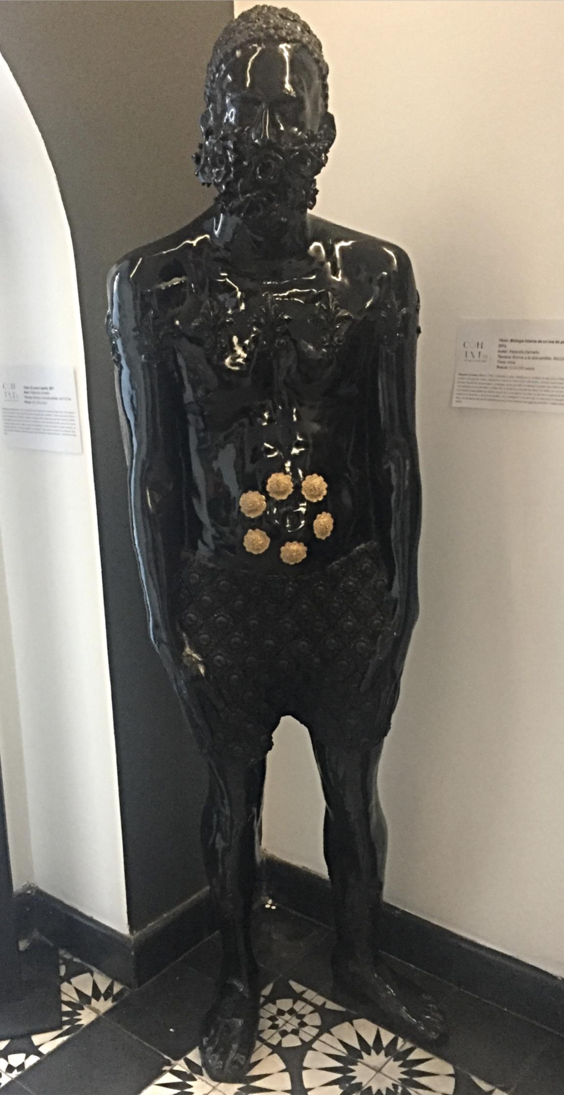 """Título:  """"Biología interna de un Ave de Paraíso"""", 2013.   Autor:  Alejandra Zermeño.  Técnica:  Bronce a la cera perdida.  Medidas:  45 x 33 x 30 cm (pieza única)."""
