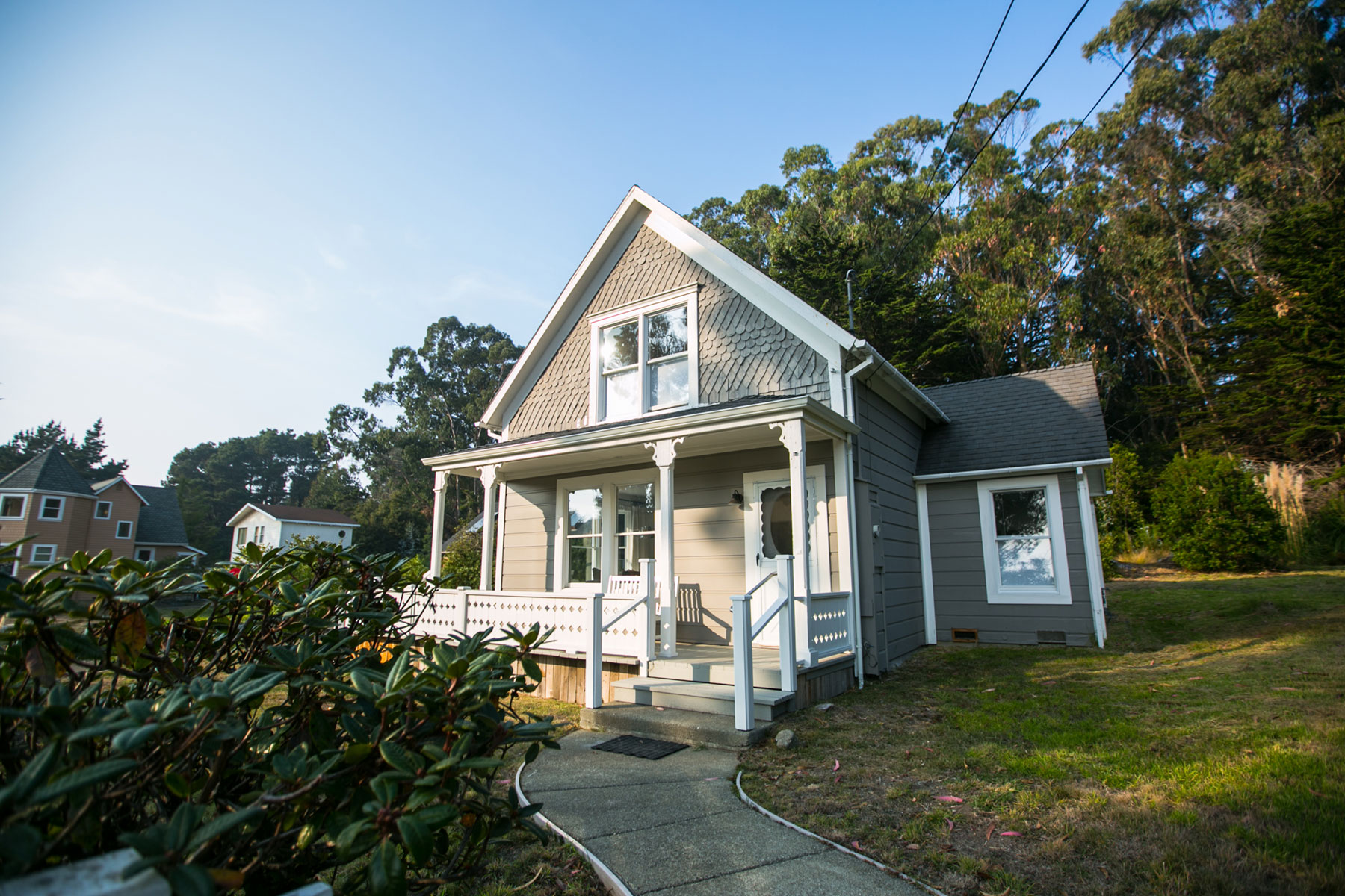 the Beach Trail Cottage exterior on a sunny day — Glendeven Inn & Lodge vacation rental near Mendocino