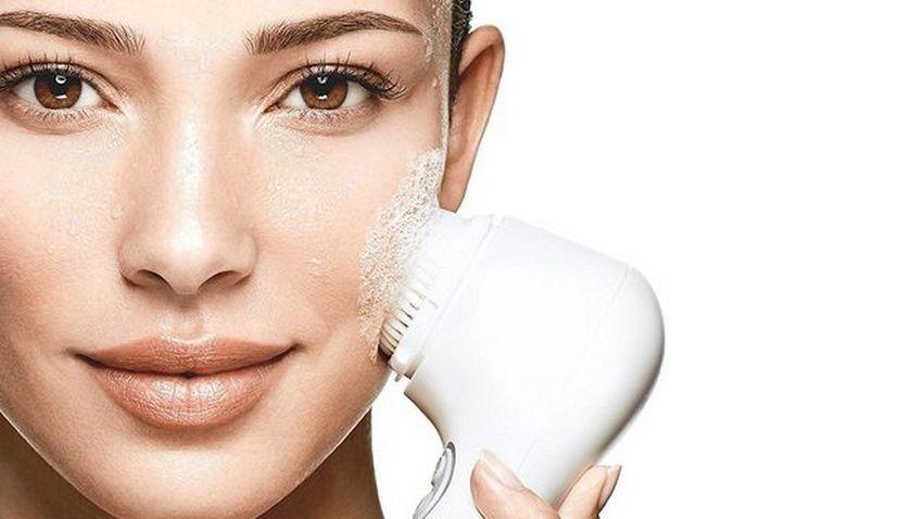 brosse-nettoyante-visage-la-loge-beaute-1.jpg