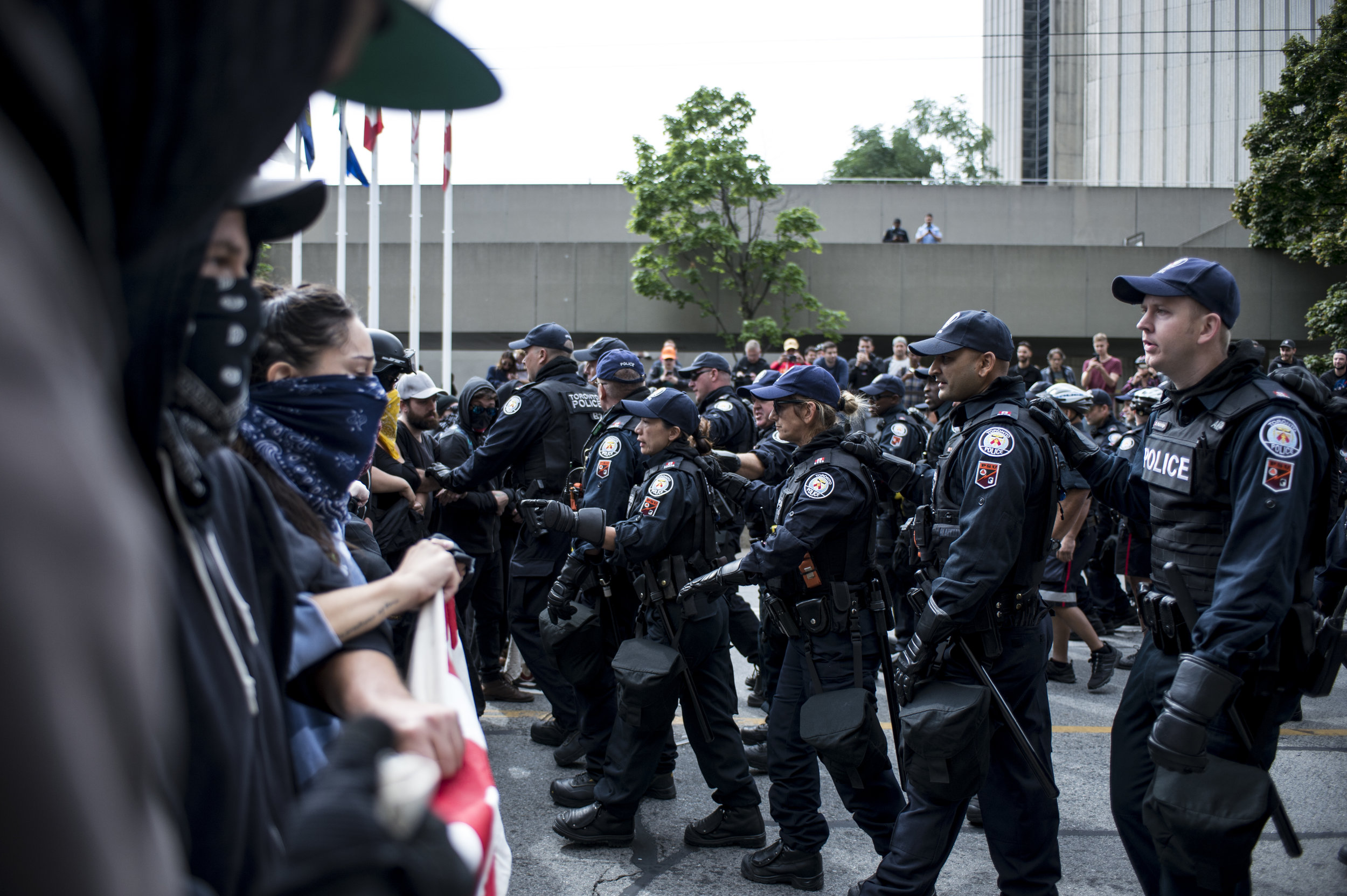 Police move forward to disperse a line of arm-linked Antifa protestors (ALI JAVEED/THE UNDERGROUND)