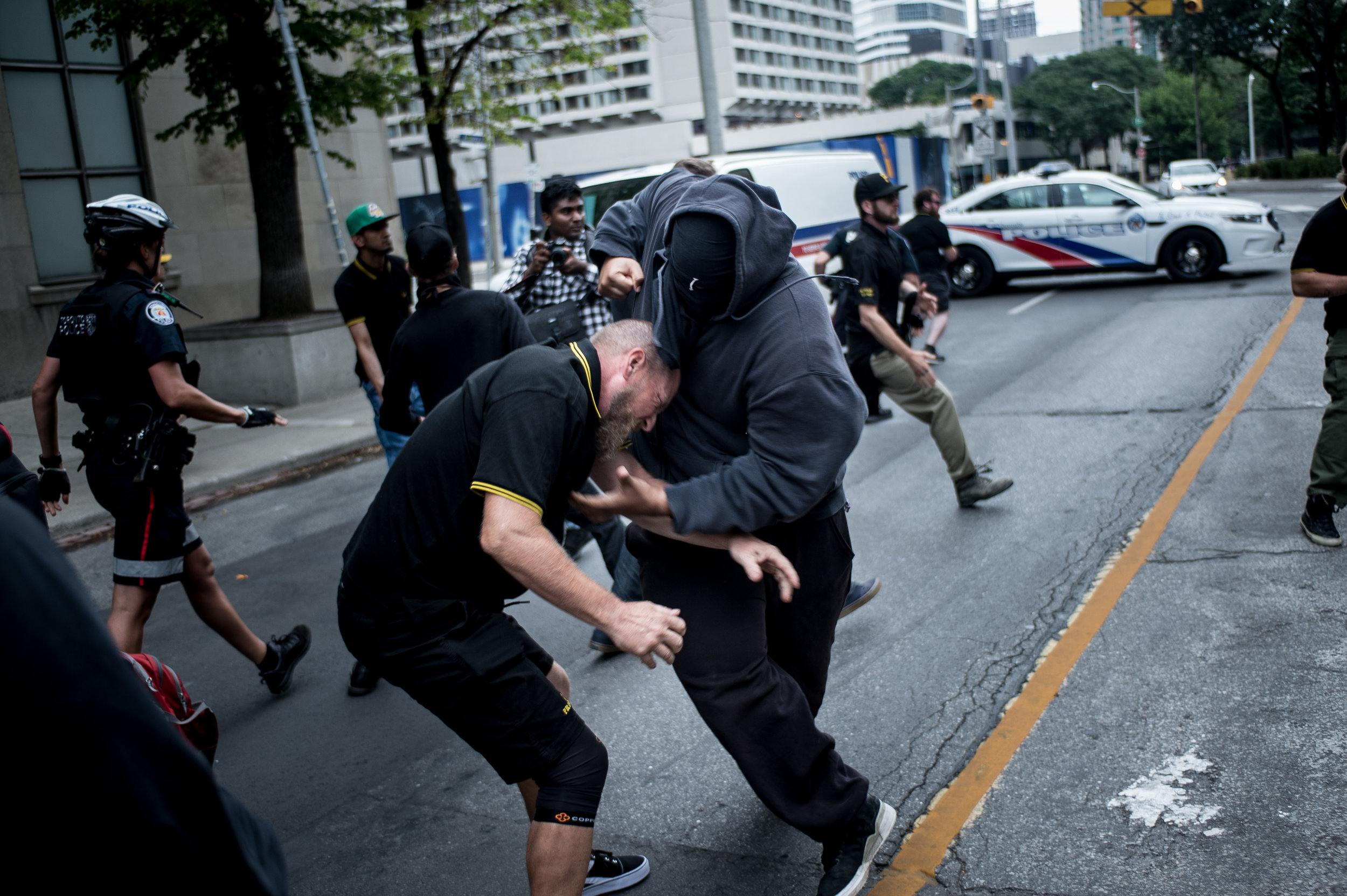 After a group of Proud Boys get around police and charge the Antifa line, multiple fights ensue (ALI JAVEED/ THE UNDERGROUND)
