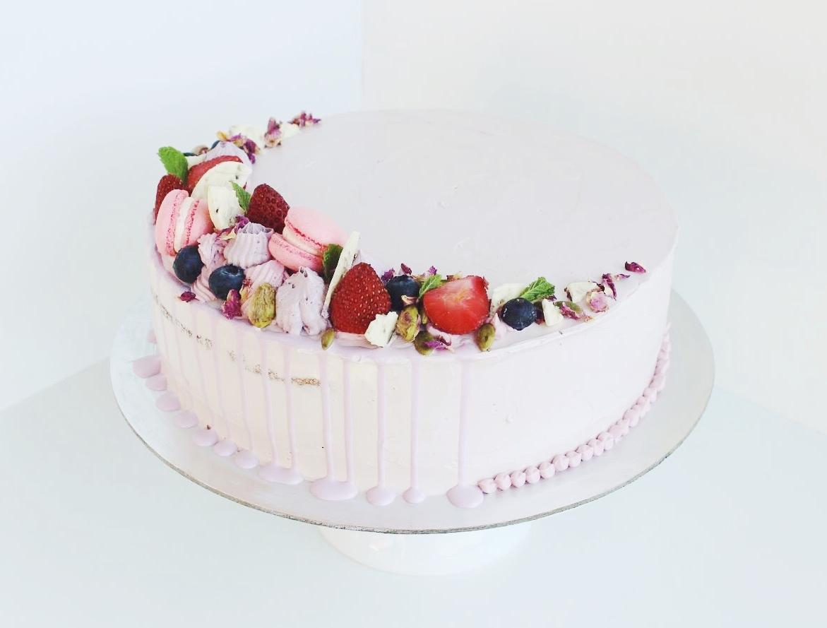 "9"" Vanilla Cake w/ Oreo Filling"