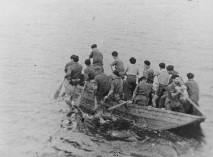 Rimau - Landing party leaving Porpoise at Penjantan Island.jpg