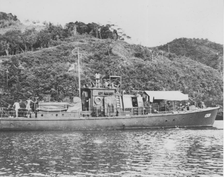 HDML 1321 in New Guinea waters 1944.jpg