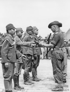 Japanese_surrender_New_Guinea_096234.jpg