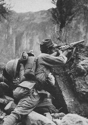 WWII-Photo-Japanese-Soldier-Indochina-1940-Arisaka.jpg