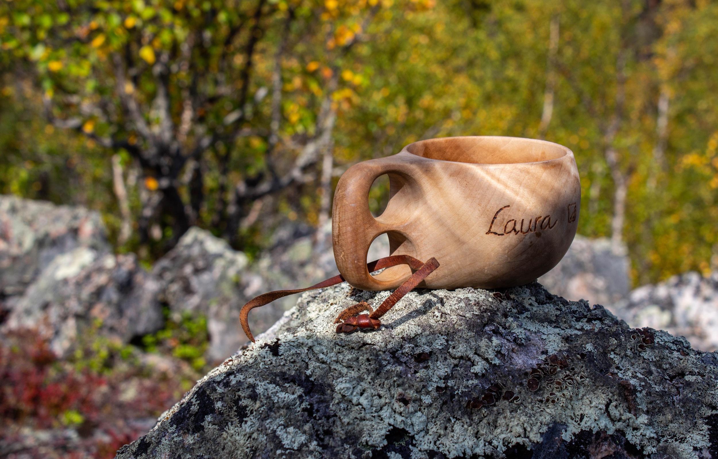 Kuksani on kulkenut mukanani kaikilla kesän retkillä. Siitä on juotu teetä, kahvia ja kuohuviiniäkin eri juhlahetkien kunniaksi. Tällä retkellä skoolattiin kaakaolla Suomen luonnon päivän kunniaksi.